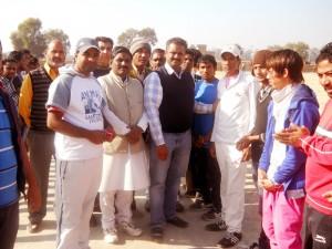 अमित कुमार बांसल शिंपी खिलाडियों की हौसला अफजाई करते हुए। (छाया : जिंदल)
